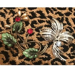 Lot of 2 Retro Vintage Flower Brooches Pins
